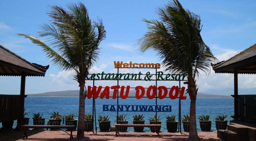 pesona pantai watu dodol